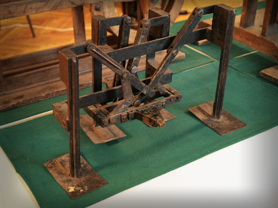 Mechanisms by P. L. Tchebyshev — Plantigrade machine (in metal) — Model by Tchebyshev (Museum of St. Petersburg University)